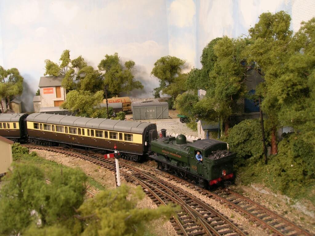 DSCN3066 - Making Model Railway Trees